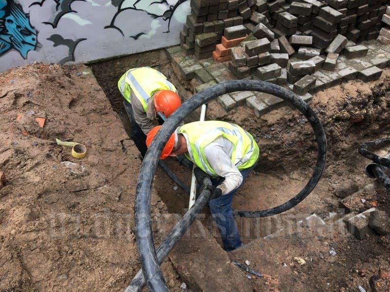 Монтаж силового кабеля в траншее